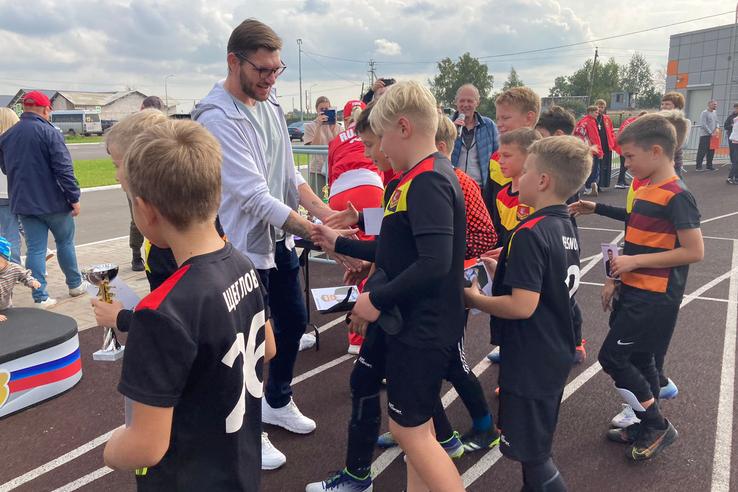 Юные футболисты «обкатали» новый стадион в Янино