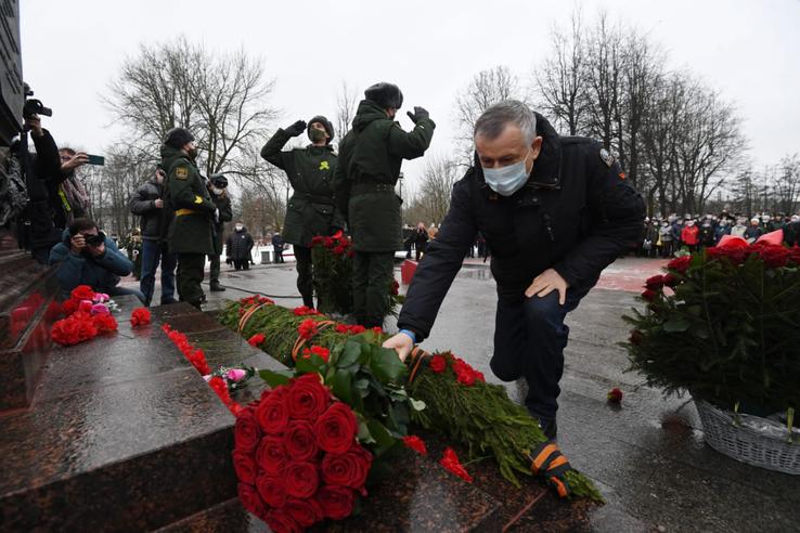В Луге почтили память героев: известных и безымянных