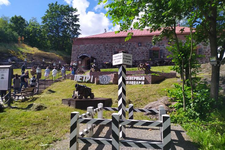 Пётр Великий и Суворов зовут туристов в Ленинградскую область