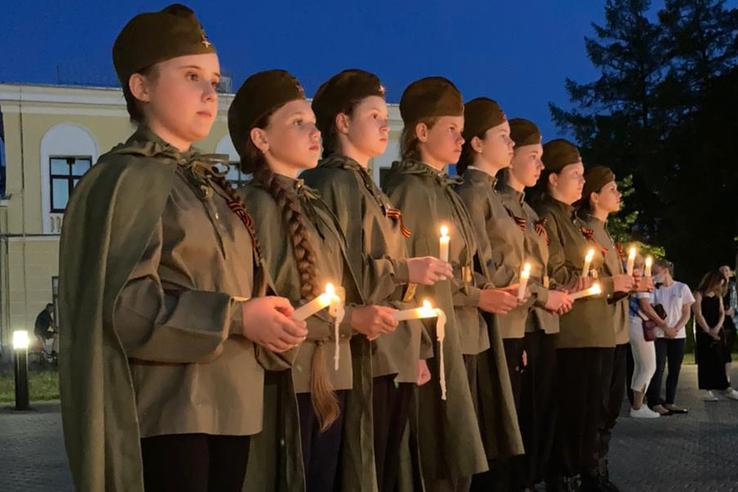 Седьмая симфония и огненные картины: ленинградцы отмечают День памяти и скорби