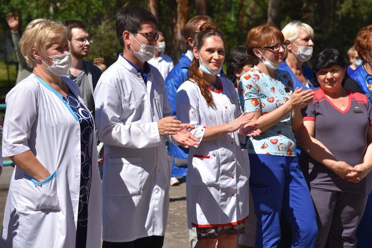 Область благодарит медицинских работников