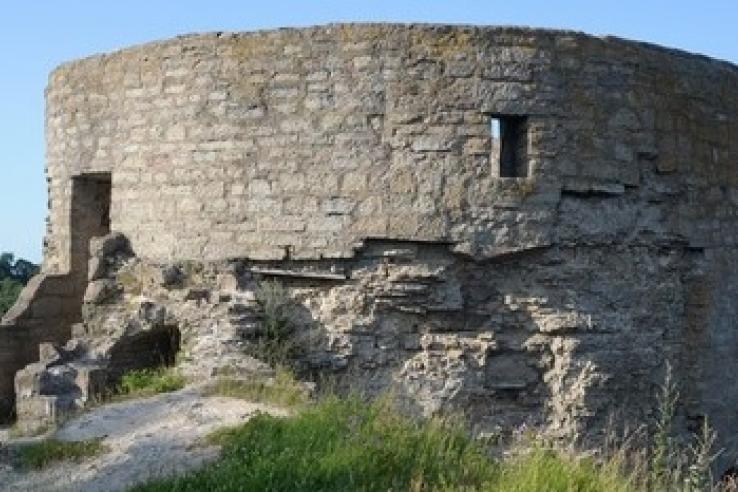 В Копорье – первая смена волонтеров-археологов
