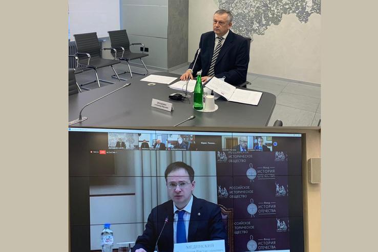 Александр Дрозденко предложил увековечить память юных жертв войны