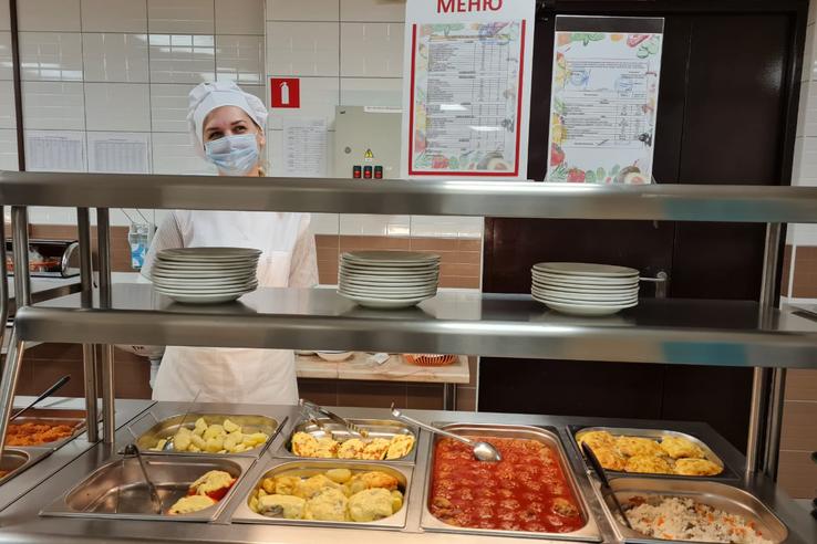 «Ленинградский ревизорро» выясняет секреты школьной кухни