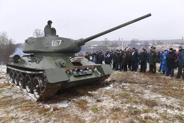 Область отмечает подвиг танкиста Зиновия Колобанова