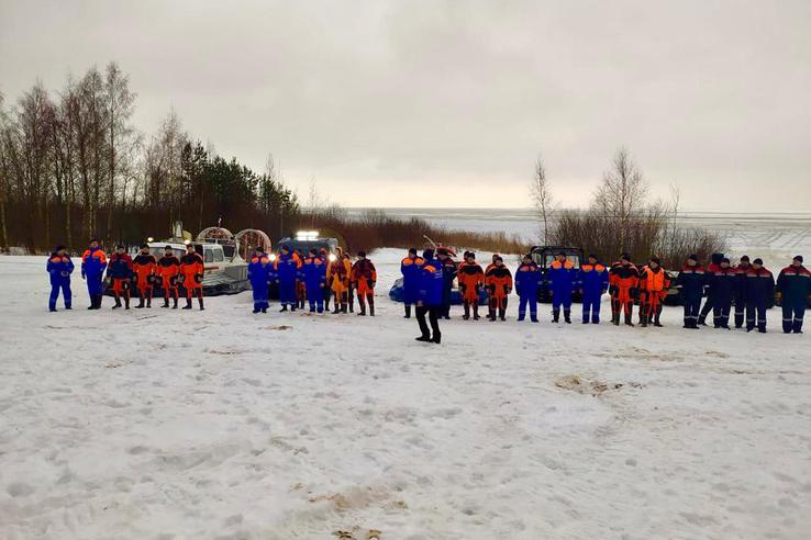 Ленинградские спасатели отработали спасение на льду